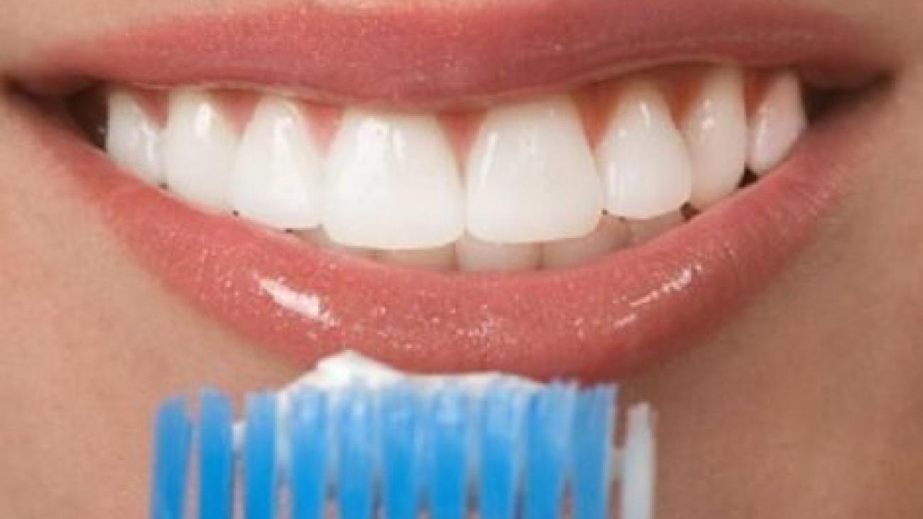 مراقبت_های-بعد-از-جرم_گیری-و-بروساژ-دندان-470x340